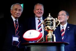 World Rugby Chairman Bill Beaumont (C), Japan Rugby Football Union President Tadashi Okamura (L) and Fujio Mitarai, head of Rugby World Cup 2019 organizing committee pose with the World Cup at World Forum on Sport and Culture in Tokyo, Japan, October 20, 2016. REUTERS/Toru Hanai